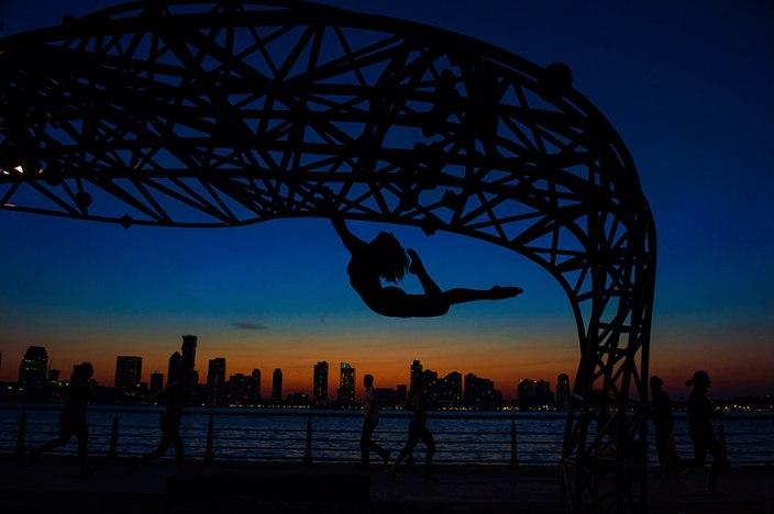 Як оголені танцюристи позували посеред мегаполісу для приголомшливої фотосесії  - фото 6