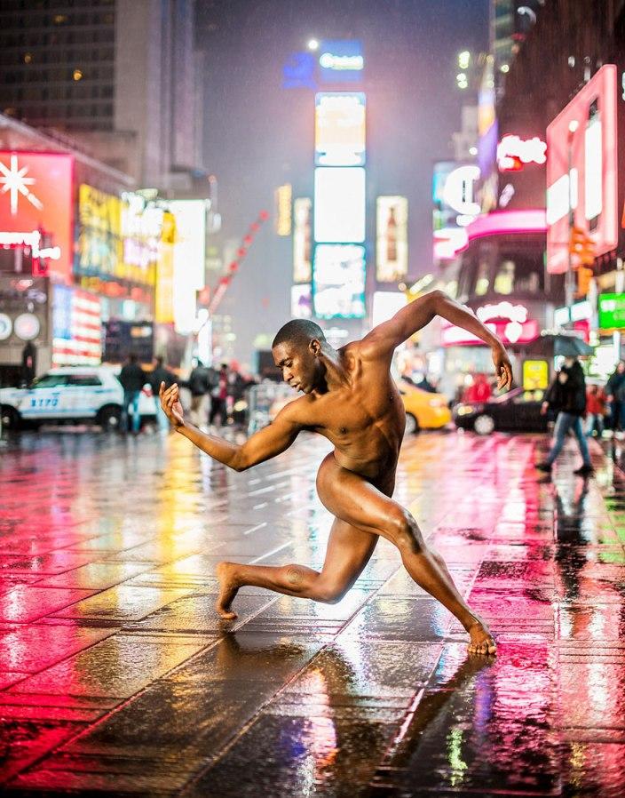 Як оголені танцюристи позували посеред мегаполісу для приголомшливої фотосесії  - фото 5