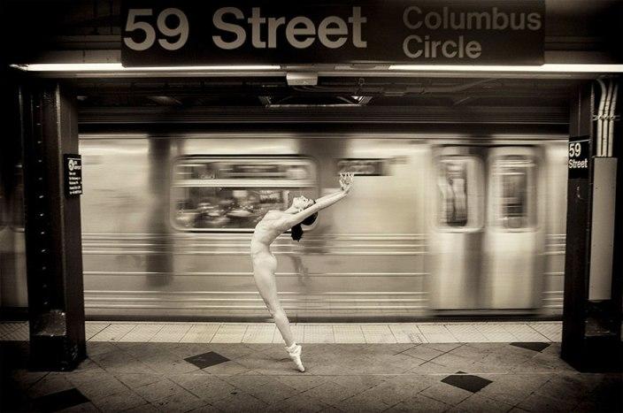 Як оголені танцюристи позували посеред мегаполісу для приголомшливої фотосесії  - фото 4