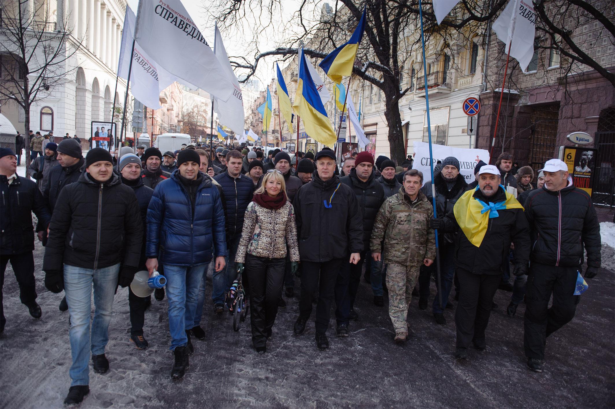 Наливайченко передав Порошенку 300 томів із заявами людей, які постраждали від Гонтаревої - фото 5