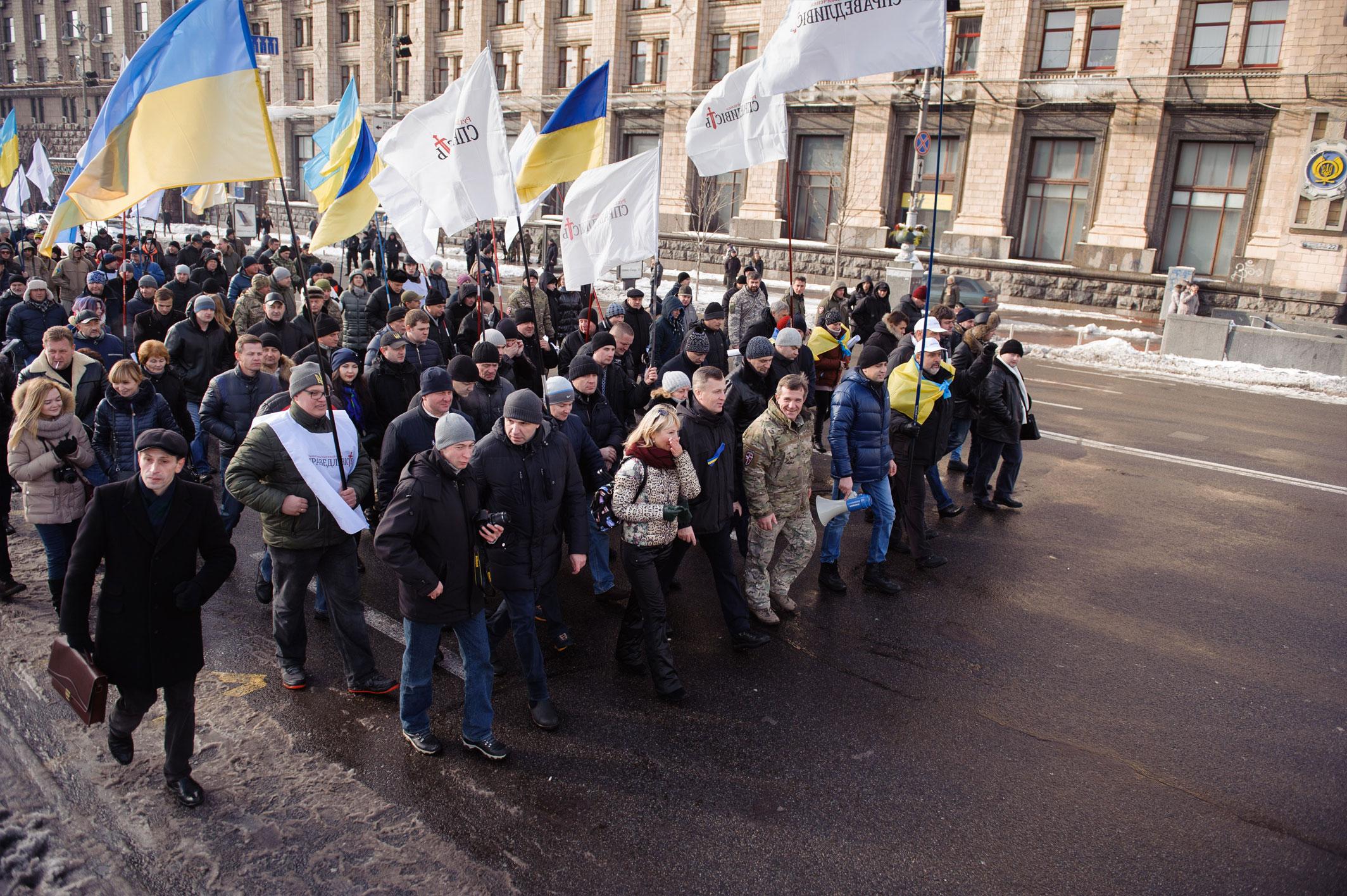 Наливайченко передав Порошенку 300 томів із заявами людей, які постраждали від Гонтаревої - фото 4