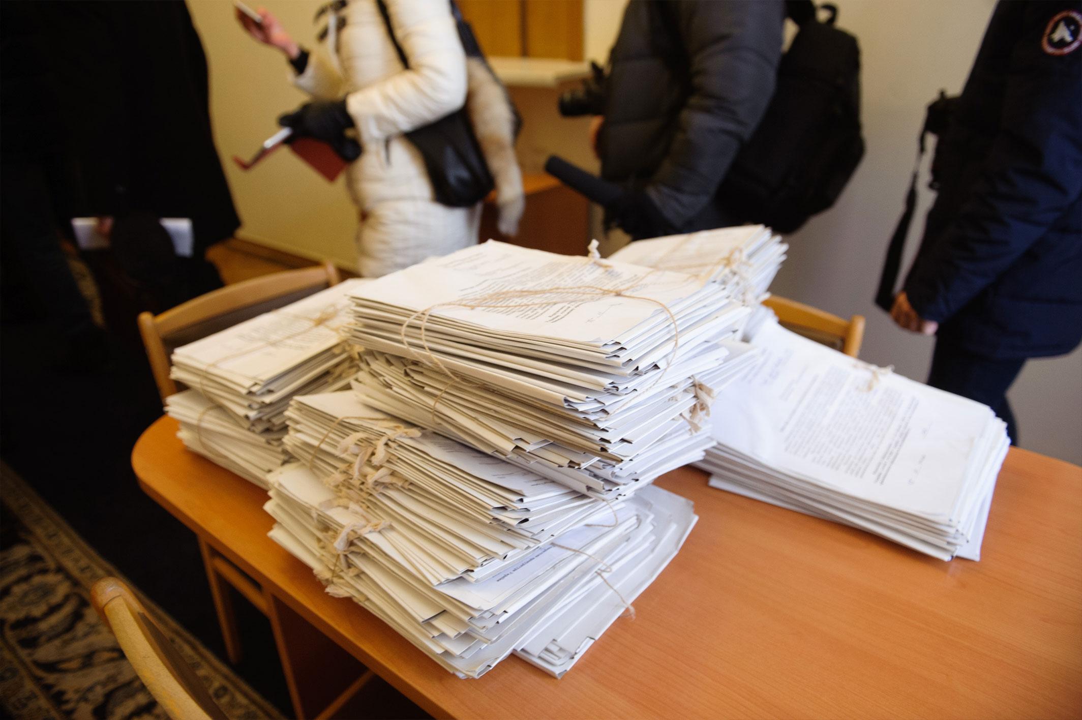 Наливайченко передав Порошенку 300 томів із заявами людей, які постраждали від Гонтаревої - фото 2