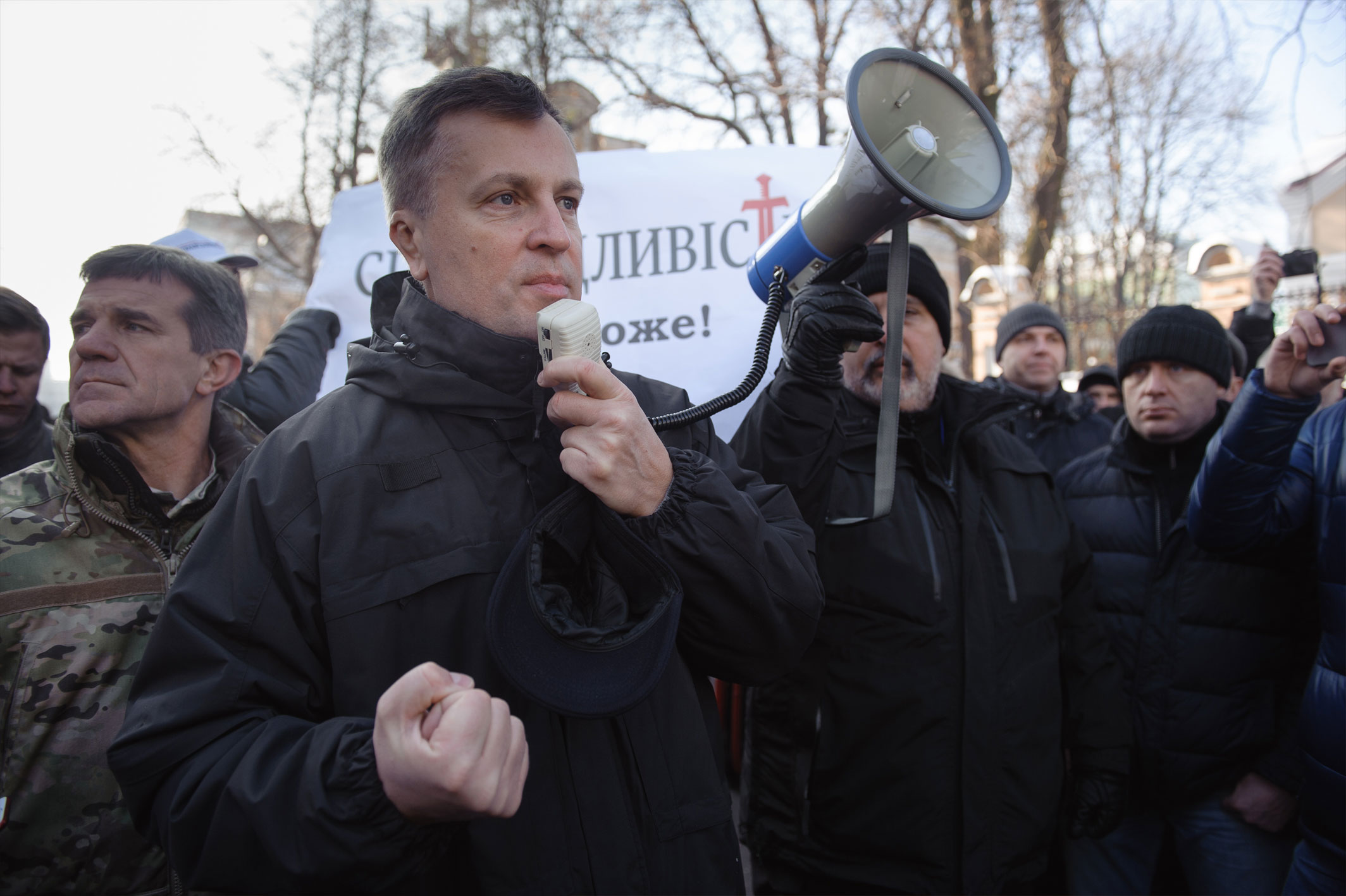 Наливайченко передав Порошенку 300 томів із заявами людей, які постраждали від Гонтаревої - фото 1