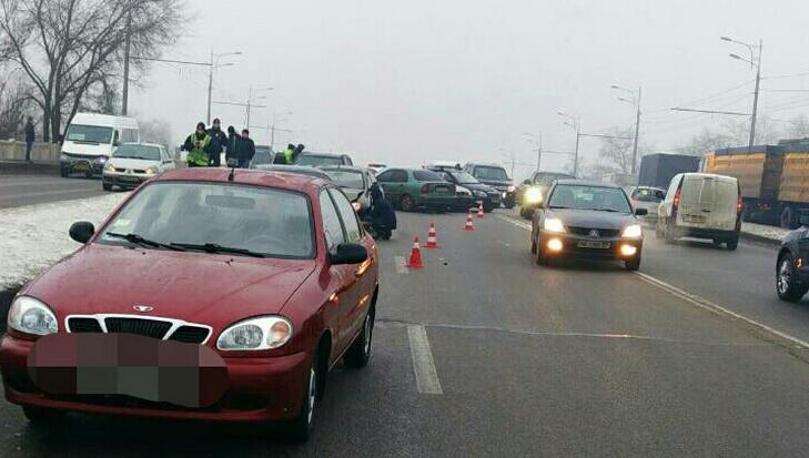 Ранок ДТП у Дніпрі: на віадуці зіткнулося більше десятка автівок - фото 1