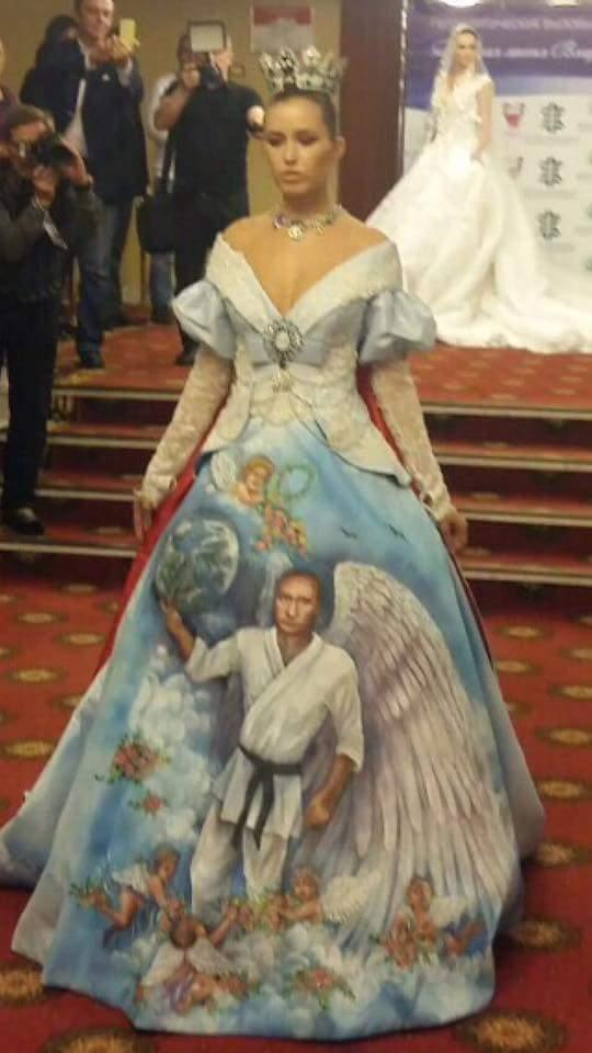 Як Путін з крилами на сукні коливався - фото 1