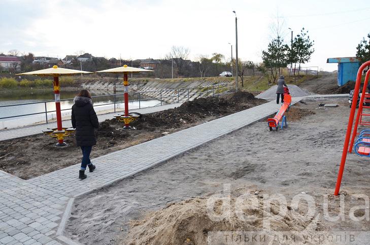 Алея, гойдалки і новий пірс - пляж на Олієжирі тепер не впізнати  - фото 3