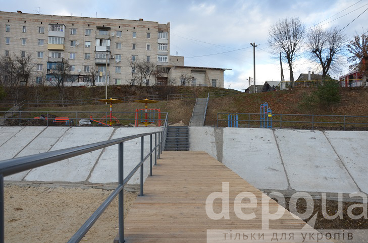 Алея, гойдалки і новий пірс - пляж на Олієжирі тепер не впізнати  - фото 9