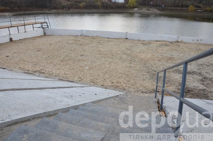 Алея, гойдалки і новий пірс - пляж на Олієжирі тепер не впізнати  - фото 7