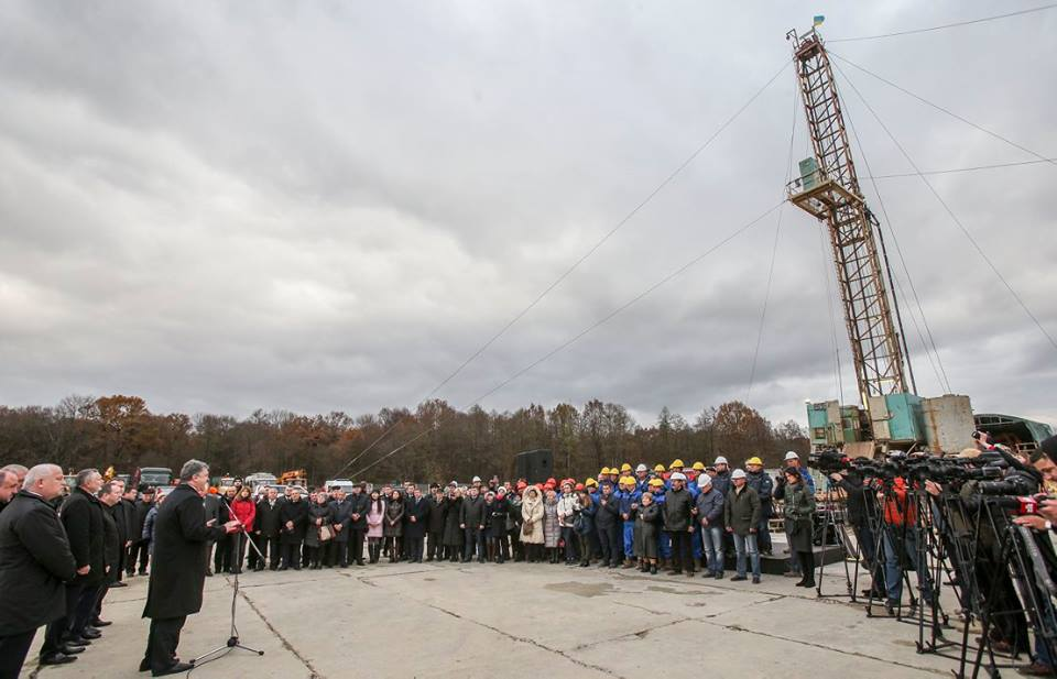На Львівщині запалюють: Порошенко відкрив газову свердловину (ФОТО) - фото 1