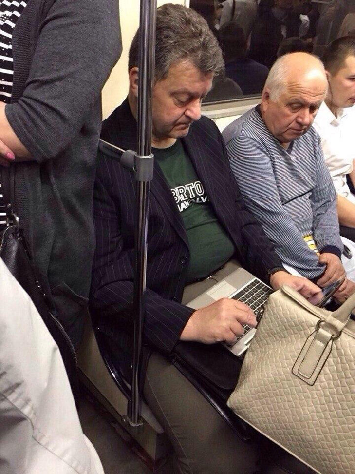 Порошенко, Обама, Путін... Кого ще можно зустріти у метро (ФОТОЖАБИ) - фото 8
