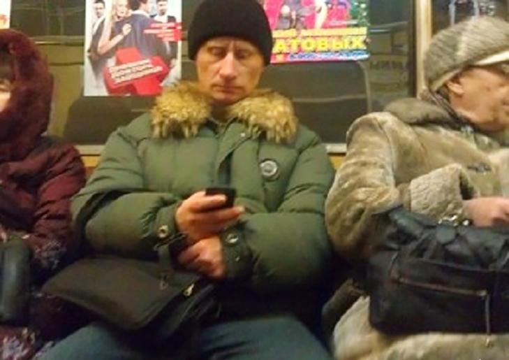 Порошенко, Обама, Путін... Кого ще можно зустріти у метро (ФОТОЖАБИ) - фото 15