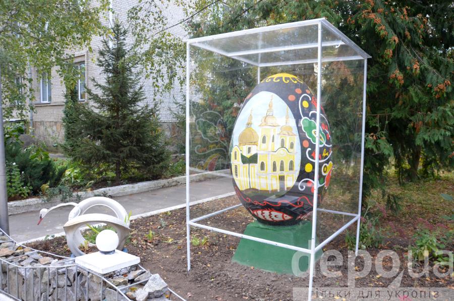 """У Вінниці світломузичні яйця-велетні створять конкуренцію фонтану """"Рошен"""" - фото 3"""