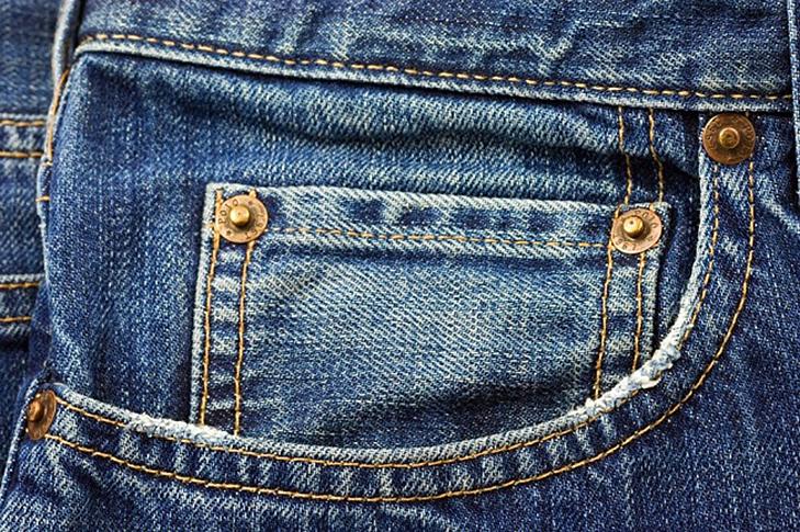 Навіщо маленькі кишеньки на джинсах і дірочка у вікні ілюмінатора літака?  - фото 6