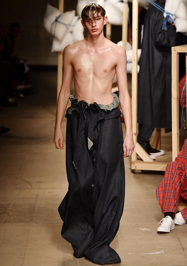 Краще б ми цього не бачили - в Лондоні відбувся Тиждень чоловічої моди - фото 8