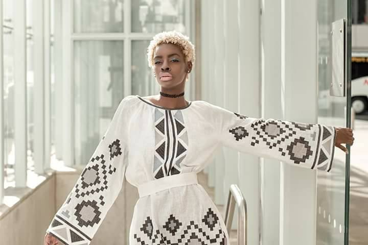 Як темношкіра американська модель козиряла українськими вишиванками - фото 2