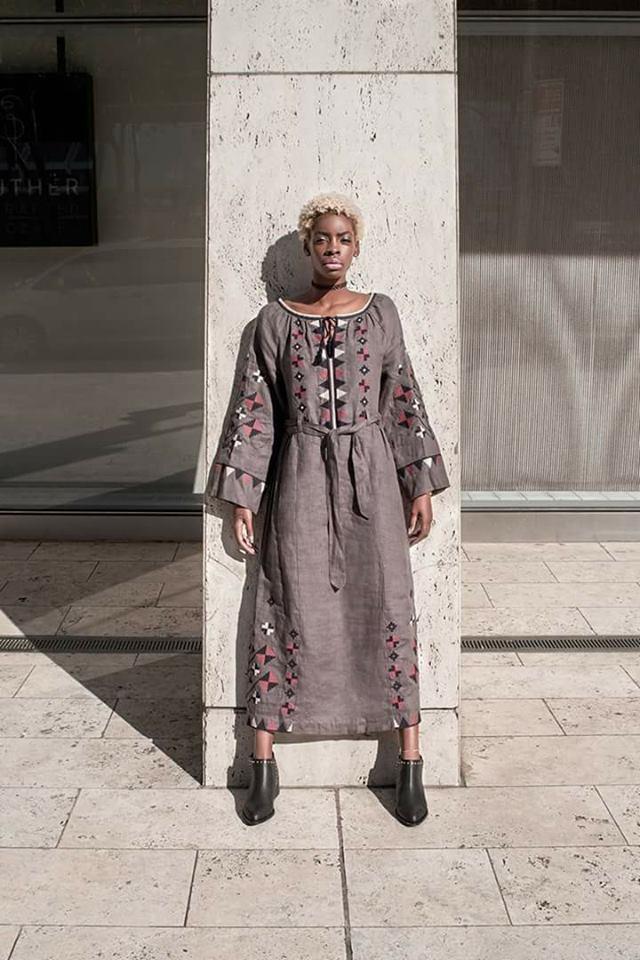 Як темношкіра американська модель козиряла українськими вишиванками - фото 1