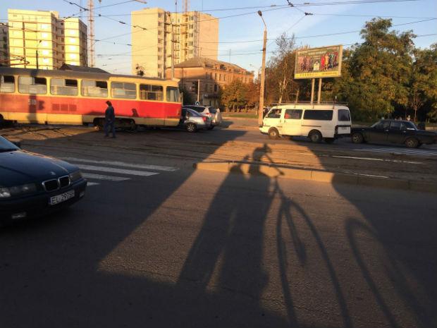 """У Харкові в районі Південного вокзалу – трамвайний """"дрифт"""" - фото 3"""