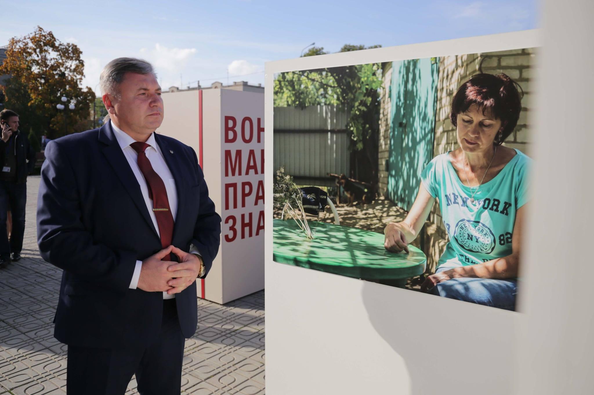 У Сєвєродонецьку відкрилася фотовиставка про зниклих безвісти під час війни (ФОТО) - фото 4