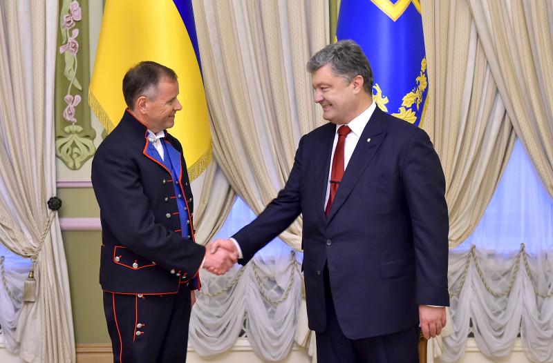 Порошенко прийняв нових послів Швеції, Норвегії, Білорусі і Кувейту - фото 3