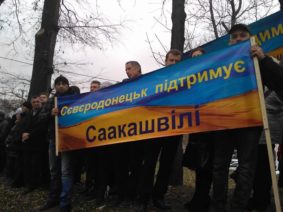 На мітингу Саакашвілі засвітився скандальний депутат-тушка з Луганщини - фото 1