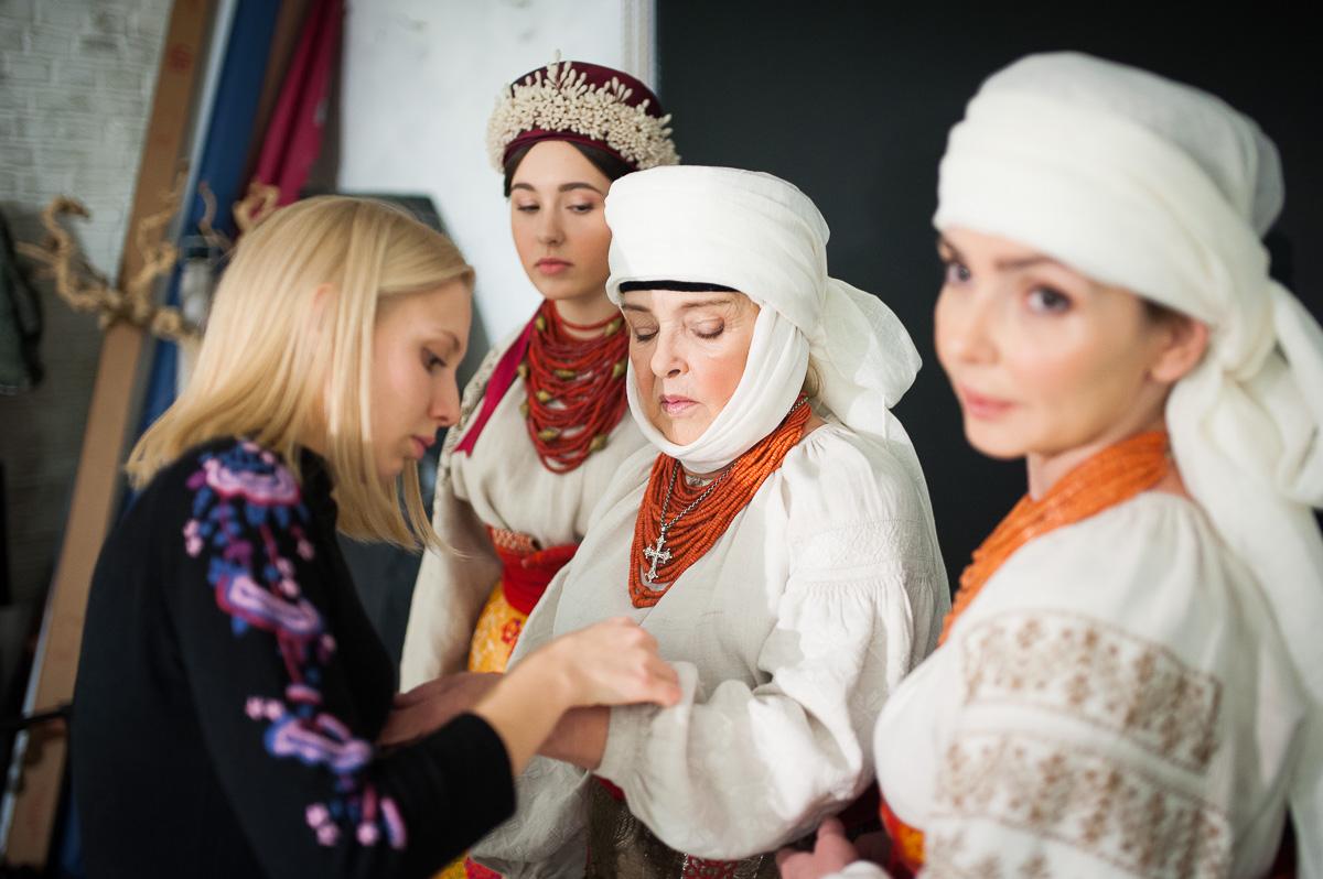 Ада Роговцева знялася в старовинному українському одязі - фото 1