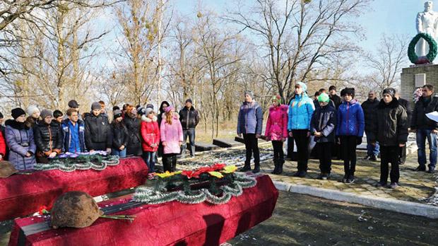 На Харківщині перепоховали останки 15 радянських бійців - фото 1