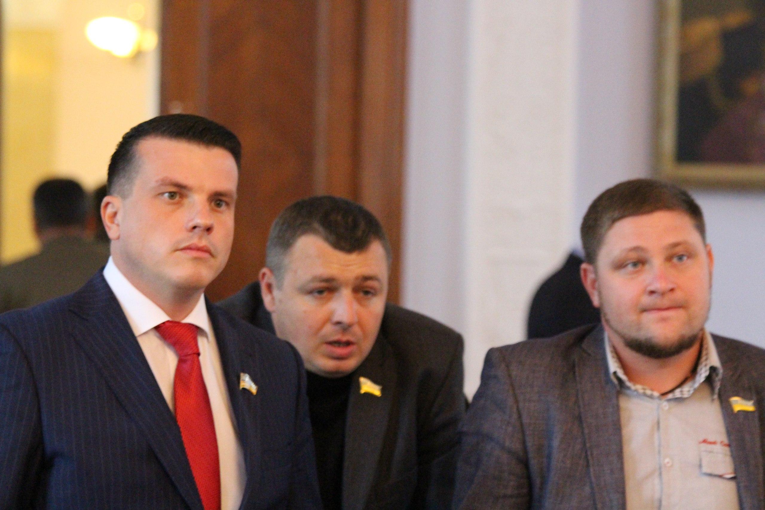 """Нижча ліга КВН: Як депутати """"тероризували"""" мера та гигикали на сесії - фото 3"""