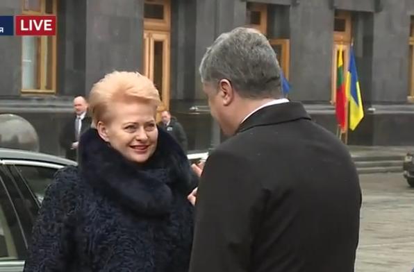 Як Порошенко зустрічав Грібаускайте у Києві  - фото 1