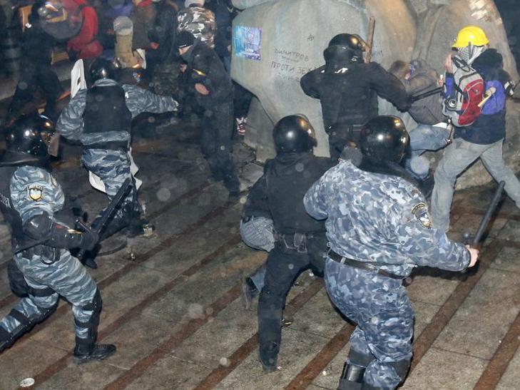Ніч побиття: Про що шкодують боєць Беркуту, студент та бойовий патріот - фото 2
