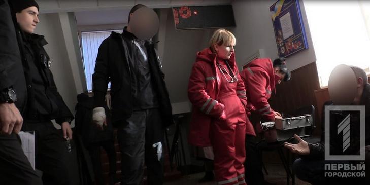 У Кривому Розі п'яні хулігани розгромили кафе та билися з поліцією - фото 1