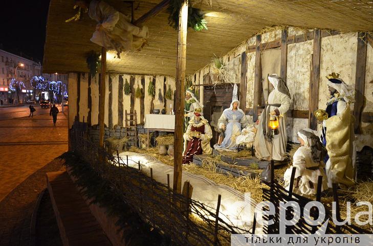 На майдані Незалежності вперше встановили різдвяний вертеп - фото 10