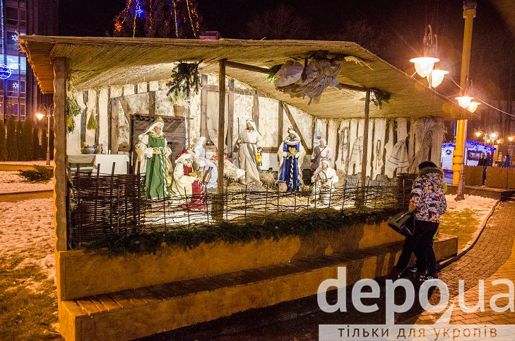 На майдані Незалежності вперше встановили різдвяний вертеп - фото 1