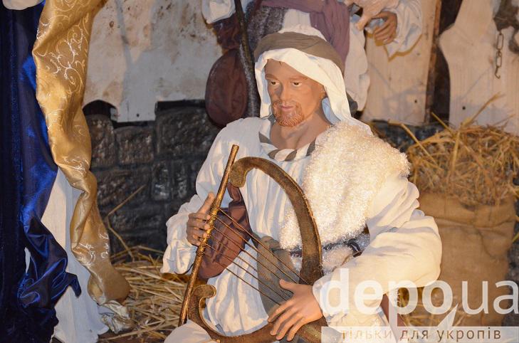 На майдані Незалежності вперше встановили різдвяний вертеп - фото 8