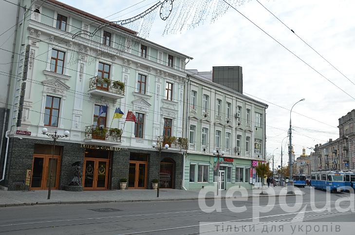 Як у Вінниці борються з хаосом вивісок та реклами - фото 9