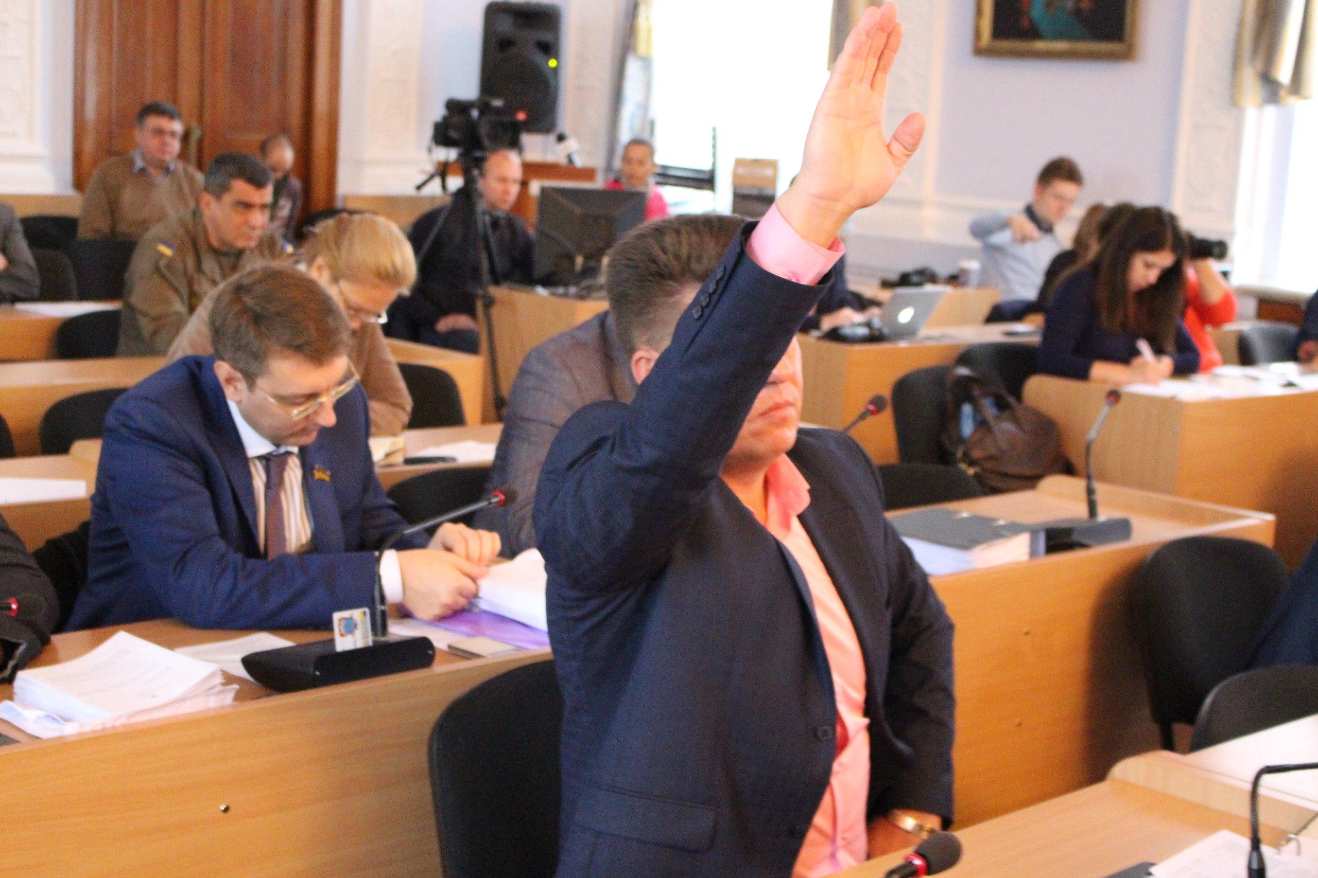 """Нижча ліга КВН: Як депутати """"тероризували"""" мера та гигикали на сесії - фото 2"""