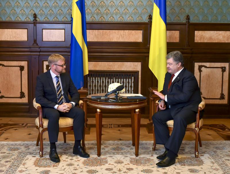 Порошенко прийняв нових послів Швеції, Норвегії, Білорусі і Кувейту - фото 2