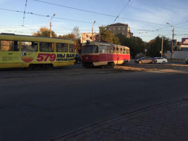 """У Харкові в районі Південного вокзалу – трамвайний """"дрифт"""" - фото 4"""