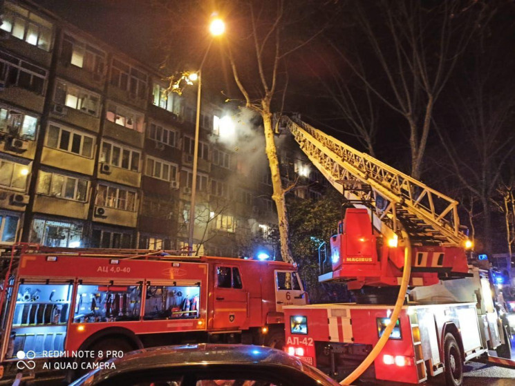 У Сочі загорівся багатоквартирний будино…