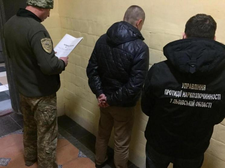 У Львові затримали чоловіка, який розваж…
