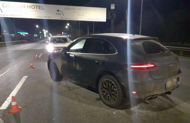 Біля Львова Porsche збив поліцейського (…