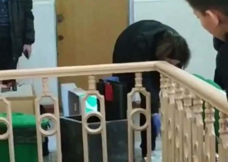 В мелитопольской школе нашли сейф неизве…