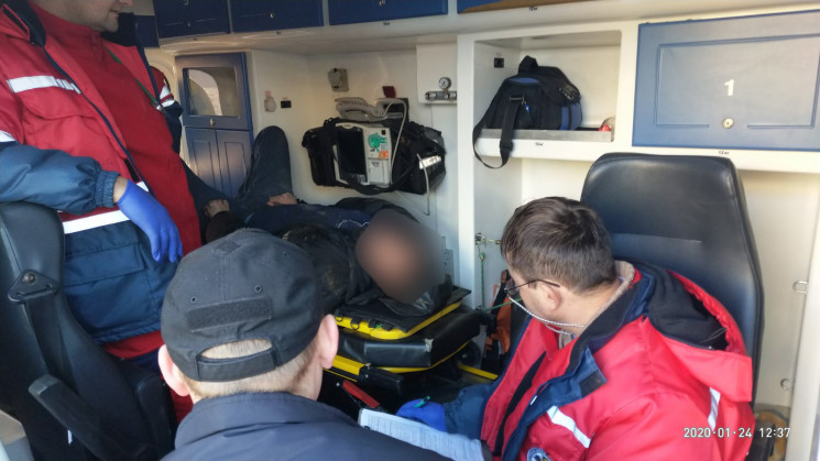 У Львові рятувальники витягнули пішохода…