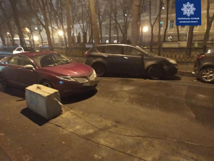В центре Харькова водитель иномарки прот…