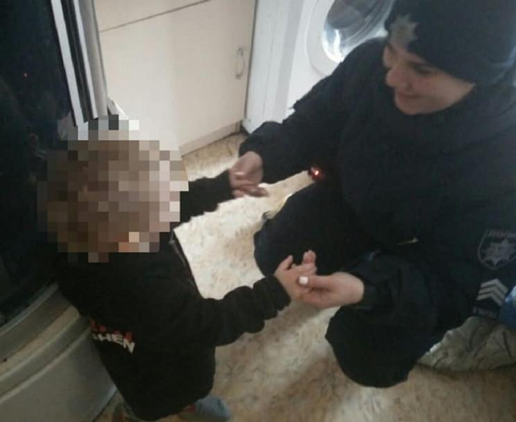 Одесситка закрыла детей и ушла гулять: М…