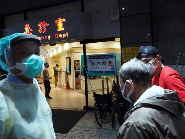 коронавирус китайские врачи назвали первые симптомы