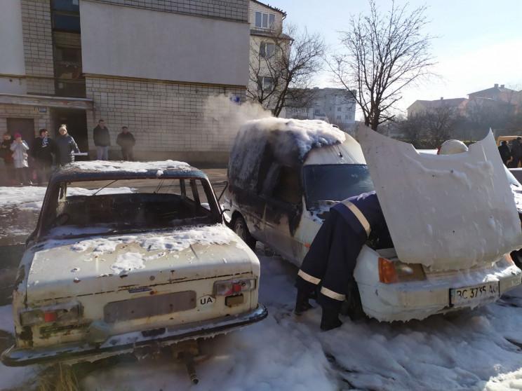 Як у Трускавці згоріли два автомобілі (Ф…