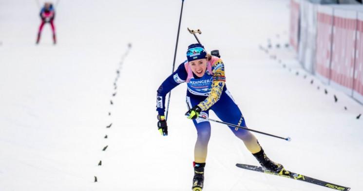 Українська біатлоністка Джима біжить мас…