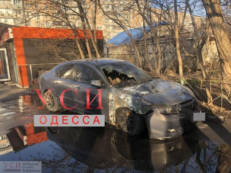 В Одесской области подожгли два автомоби…