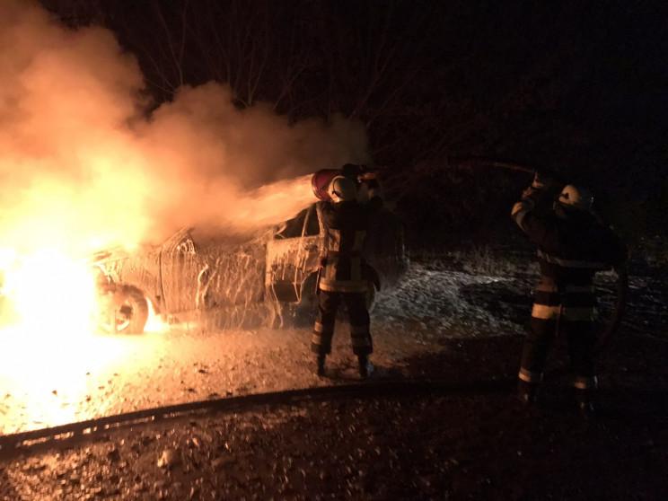 Біля Буська повністю згорів автомобіль…