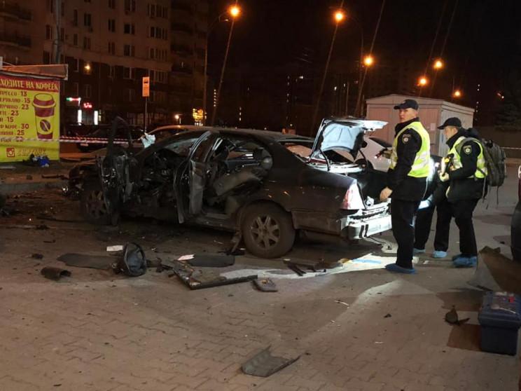 У Києві на парковці вибухнуло авто: Чоло…